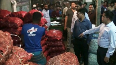 পেঁয়াজ : আড়াই হাজার 'অসাধু' ব্যবসায়ীর বিরুদ্ধে আইনি ব্যবস্থা
