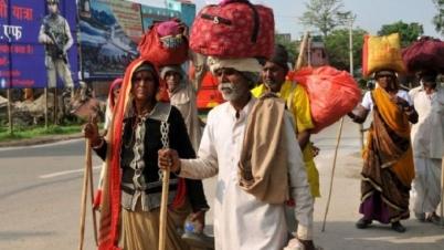 কাশ্মীরে চরম আতঙ্ক, দলে দলে পালাচ্ছে লোকজন