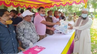নন্দীগ্রামে ৯০০ ইমাম-মুয়াজ্জিন পেলেন ঈদ উপহার