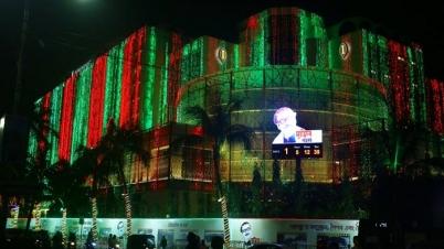 মুজিববর্ষ : আলোয় আলোয় সেজেছে রাজধানী