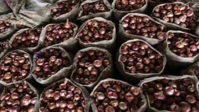 আমদানি করা পেঁয়াজ বাংলাদেশের কাছে বিক্রি করতে চায় ভারত