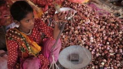 ভারত নিজের স্বার্থে পেঁয়াজ রপ্তানি বন্ধ করে: বাণিজ্যমন্ত্রী